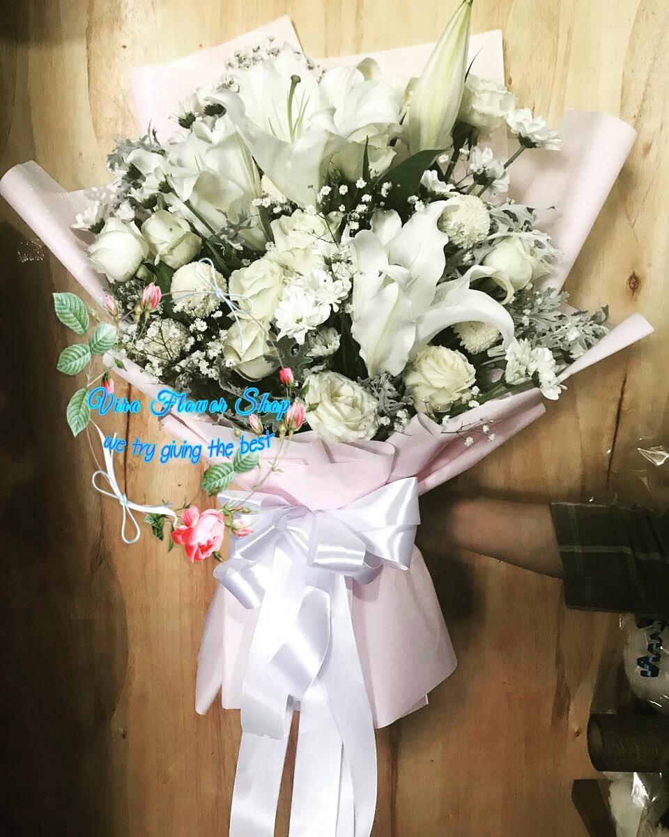 Detail Produk Buket bunga / bunga mawar putih / bunga wisuda / hadiah wisuda / bunga