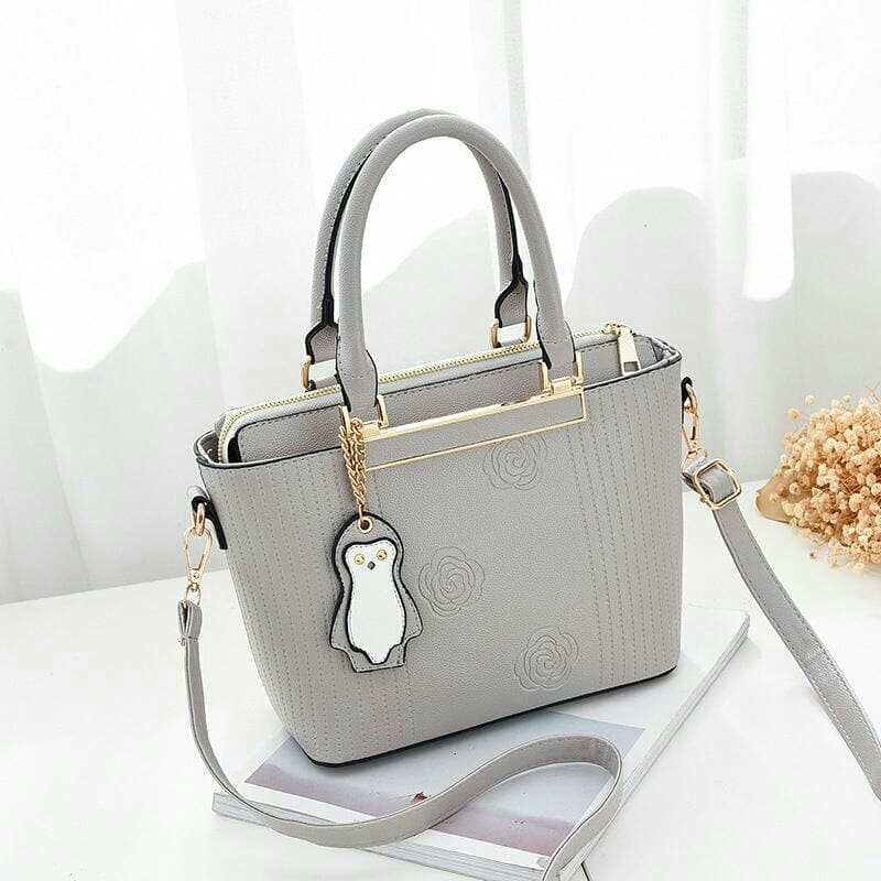 Detail Produk Tas wanita   tas selempang penguin - grey d551a61559