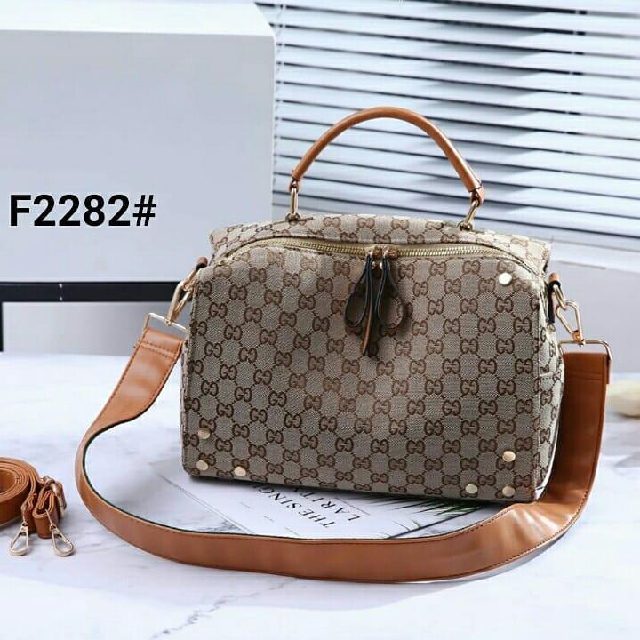 6bd9daaa39d0be Detail Produk Tas wanita / Gucci GG Kanvas Vitesse Crossbody Bag ...